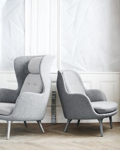 Fall in love with one of Fritz Hansen's many designer lounge chairs. Explore the whole Fritz Hansen lounge chair collection here. Contemporary Furniture, Luxury Furniture, Cool Furniture, Furniture Design, Danish Furniture, Plywood Furniture, Fritz Hansen, Poltrona Design, Lounges