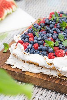 Britakakku   Maku Finnish Recipes, Sweet Pastries, Piece Of Cakes, Something Sweet, Yummy Cakes, Food Inspiration, Blueberry, Good Food, Fun Food