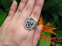 This detailed ring features the crest of House Slytherin. Slytherin values ambition, cunning, leadership, and resourcefulness. The antiqued silver plated ring comes in a size US Harry Potter Ring, Slytherin Harry Potter, Slytherin Pride, Slytherin House, Harry Potter Facts, Harry Potter World, Hogwarts Houses, Albus Severus Potter, Slytherin Clothes