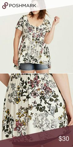 NWOT Floral Print Button Front Babydoll Flares out where you want it to with a hi-lo hem babydoll cut. With a really cool floral print. torrid Tops