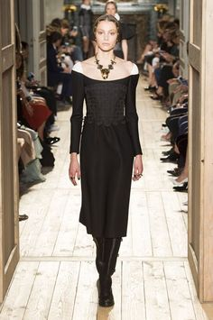 Valentino Haute Couture Fall 2016 - Elizabethan inspired collection