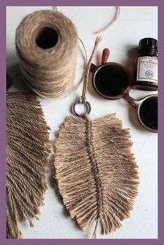 DIY Macramé Feather, Super Easy und Fantastic als Dekoration - Diy Crochet Diy Décoration, Easy Diy, Bead Crafts, Diy And Crafts, Do It Yourself Decoration, Handmade Home, Scented Candles, Diy Art, Super Easy