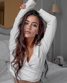 Beauty Make-up und lange braune Haare Model Poses Photography, Travel Photography, Makeup Photography, Art Photography, Lazy Hairstyles, Black Women Hairstyles, Braid Hairstyles, Natural Hairstyles, Long Brown Hairstyles