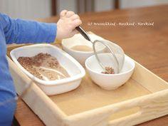 Die Übungen des täglichen Lebens nach Maria Montessori helfen den Kindern die vielen Handlungsweisen des Alltags in kleine Bereiche herunte...
