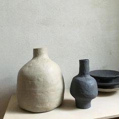 Best Ceramics Tips : – Picture : – Description Jessica Coates ( Using up the last bit of black clay. Ceramic Tableware, Glass Ceramic, Ceramic Clay, Ceramic Pottery, Modern Ceramics, Contemporary Ceramics, Earthenware, Stoneware, Keramik Design