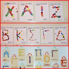 1.Τυπώματα με εσωτερικούς κυλίνδρους από χαρτοταινίες ταμειακών μηχανών    2. Δακτυλοτυπώματα    3.Με πλαστελίνη κολλημένη σε ... Pre Writing, Writing Activities, Literacy, Back To School, Names, Holiday Decor, Blog, School, Blogging
