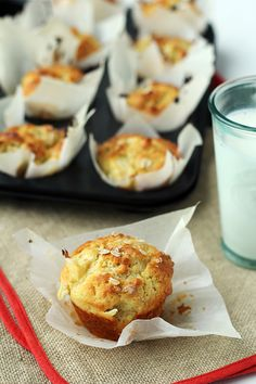 perfect yoghurt apple and oat muffins Kitchen Recipes, Cooking Recipes, Helathy Food, Sweet Recipes, Cake Recipes, Polish Desserts, Sweet Little Things, Healthy Muffins, Oat Muffins