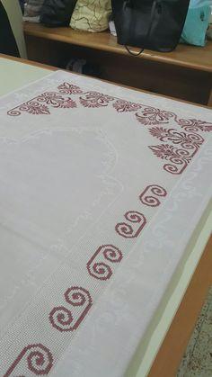 Cross Stitch Borders, Cross Stitch Designs, Cross Stitch Patterns, Embroidery Stitches, Hand Embroidery, Islamic Prayer, Prayer Rug, Beading Tutorials, Seed Beads