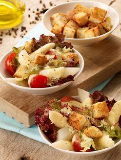 Spargel-Salat mit geröstetem Ciabatta -  Knackiger Salat mit einem Honig-Senf-Dressing