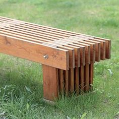 Gartenbank Build a Shed With Pallets - Hidden Secret to Free Quality Wood Do you need a storage shed Yard Furniture, Furniture Projects, Rustic Furniture, Furniture Design, Outdoor Furniture, Diy Wood Projects, Woodworking Projects, Backyard Seating, Patio
