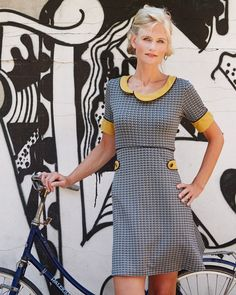 Super smart , gad jeg da godt at sy ; Retro Outfits, Classy Outfits, 60s Style Clothing, Short Sleeve Dresses, Dresses With Sleeves, Sweet Dress, Dress With Bow, Retro Dress, Dress Patterns