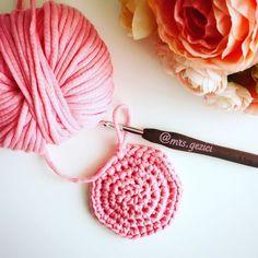 Birazda sepet örelim  #örgü #iplik #elemeği #ayıcık #bebekörme #amigurumi #tavşan #tığ #tığişi #knitting #nisan #crossstitch #april #handmade #rabbit #kalp #heart #örgümodeli #battaniye  #crochet #stricken #hediye #gift #häkeln #günaydın #cumartesi #saturday by mrs.gezici