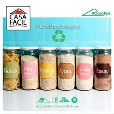 No botes los envases de salsa, funcionan perfecto para almacenar otros alimentos o especias.