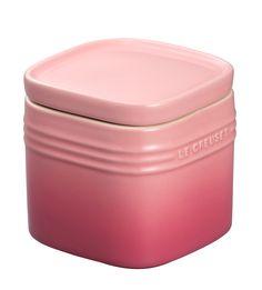 【Le Creuset スタッカブル・ストレージ・ジャー(S)】密封性の高いストッカー。キッチンで収納しやすいスクエア形状です。調味料やパスタなどの保存に。 Le Creuset Pink, Food, Diy Kitchen Appliances, Essen, Meals, Yemek, Eten