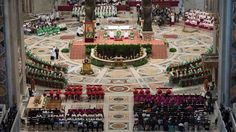 SÍNODO. El papa Francisco preside el Sínodo extraordinario de obispos, en la Ciudad del Vaticano, se reunieron los 253 participantes en esta asamblea, que debatirán sobre temas relacionados con la familia hasta el 18 de octubre.(EFE)