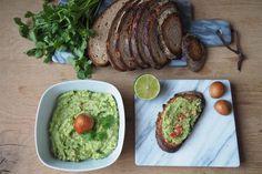 Nach vielem Herumprobieren ist und bleibt dies DAS BESTE REZEPT und deshalb gehört es natürlich auf den Blog. Klar, Guacamole kennt man aus der mexikanischen Küche in Burritos, Enchiladas oder Fajitas. Da der Avocado Dip aber so lecker ist, gibt […] Weiterlesen →