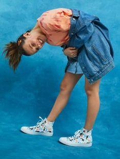 Millie Bobby Brown x converse Millie Bobby Brown, Estilo Converse, Brown Converse, Bobby Brown Stranger Things, Browns Fans, Enola Holmes, Estilo Fashion, Diy Fashion, Brown Fashion