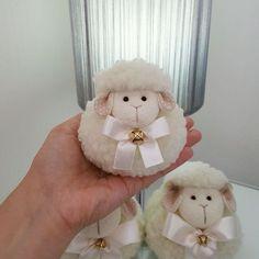 Paps e Moldes de Artesanato Christmas Crafts To Make, Crafts To Do, Hobbies And Crafts, Crafts For Kids, Diy Crafts, Sheep Crafts, Yarn Crafts, Felt Crafts, Easter Crafts