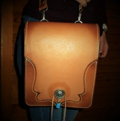 My last job.Fully hand made. Leather Bags, Leather Craft, Saddle Bags, Handmade, Fashion, Leather Tote Handbags, Moda, Leather Crafts, Hand Made