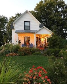 Farmhouse Exterior Design Ideas - The farmhouse exterior design completely reflects the entire design of the house and also the family members custom as well. The modern farmhouse style is not just for. Fresh Farmhouse, Modern Farmhouse Exterior, Farmhouse Design, Farmhouse Style, Simple House Exterior, Rustic Exterior, White Farmhouse, Farmhouse Ideas, Farmhouse Decor