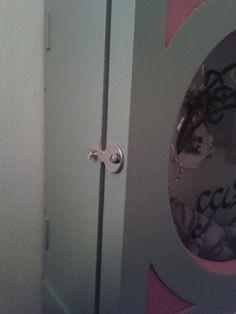 Nyckelskåpet fick sitt lås i år - en nyckel :) The key cabinet got it's lock - a key.