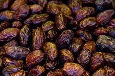 How to Make Yogurt-Covered Raisins at Home