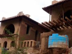 EARTH BAG BUILDING / SUPER ADOBE / RAMMED EARTH Stunning home built in Mexico Green Building, Building A House, Free Floor Plans, Earth Bag Homes, Cob Houses, Eco Architecture, Portable House, Underground Homes, Rammed Earth