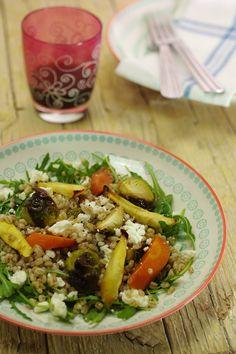 Salada de legumes assados com trigo e queijo feta