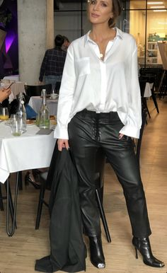 Celebrity Style, Leather Pants, Celebrities, Fashion, Leather Jogger Pants, Moda, Celebs, Fashion Styles, Lederhosen