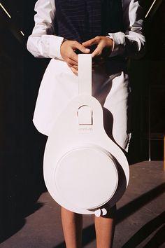 cool white bag from JacqueMus Unique Purses, Cute Purses, Purses And Bags, Leather Shoulder Bag, Leather Bag, White Leather, Fab Bag, Prada Handbags, Mini Bag