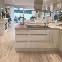This room layout right kitchen and dining room left wing with the living room Diese Raumaufteilung rechts Küche und Esszimmer. Kitchen Living, New Kitchen, Kitchen Decor, Kitchen White, Kitchen Layout, Küchen Design, House Design, Interior Design, Sweet Home
