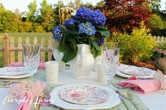 Tablescape Tuesday: Blooming Hydrangeas! – Everyday Living