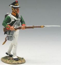 Napoleonic British Army NA146 Russian Advancing with Rifle - Made by King and Country Military Miniatures and Models. Factory made, hand assembled, painted and boxed in a padded decorative box. Excellent gift for the enthusiast.