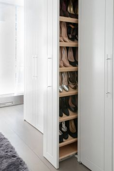 19 Wonderful Walk-In Closets - Walk In Closet Designs and Ideas - Home Design Closet Walk-in, Closet Bedroom, Smart Closet, Mansion Bedroom, Bedroom Tv, Mansion Interior, Closet Ideas, Walk In Closet Design, Closet Designs