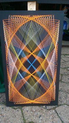 Great example of string art String Art Templates, String Art Patterns, Arte Linear, Graph Paper Art, String Crafts, Thread Art, Textile Artists, Diy Wall Art, Geometric Art