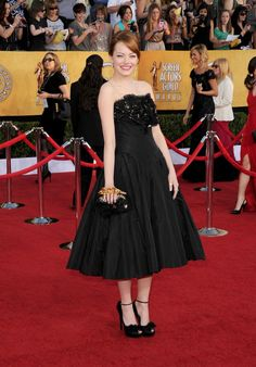 2012 SAG Awards Fashion Police: Emma Stone Goes for All-Out Girlie Glamour! Celebrity Red Carpet, Celebrity Style, Celebrity Dresses, Actress Emma Stone, Alexander Mcqueen Dresses, Oscar Dresses, Red Carpet Gowns, Sag Awards, Looks Style
