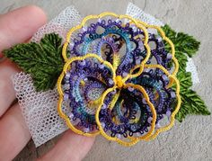 tatted bell patterns | Yarnplayer's Tatting Blog: Pansy hair clip | A. TATTING