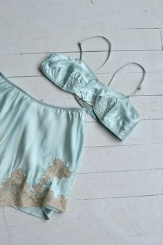 Vintage 1930s minty green silk bra and tap pants set with elastic waist and ecru lace. ★ layaway is available for this item ✂-----Measurements fits like: small/medium bust: best for 32-33 B waist: 26-34 length: 14 (shorts) brand/maker: Sosilco condition: excellent to ensure a good fit, please read the sizing guide: http://www.etsy.com/shop/DearGolden/policy ✩ visit the shop ✩ http://www.DearGoldenVintage.etsy.com
