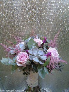 sukulenty w bukiecie ślubnym, połączenie różu i szarości w bukiecie ślubnym Floral Wreath, Wreaths, Home Decor, Flower Crowns, Door Wreaths, Deco Mesh Wreaths, Interior Design, Home Interior Design, Home Decoration