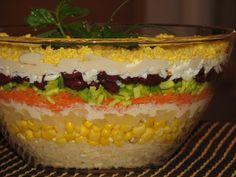 """To sałatka na wyjątkową okazję, jaką może być np. kolacja z """"Walentynką"""" :) To piękne, równe warstwy kolorowych składników, tj. Przepis na królewska sałatka - warstwowa z ananasem."""