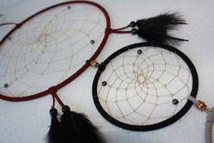 Großer Traumfänger - DReamcatcher  mit Hämatit - Blutstein und silberfarbenen Rocaillesperlen      Einem Traumfänger - DReamcatcher wird nachgesagt  e