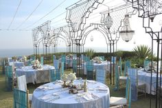 The dinner table with ocean back drop by Tirtha Bridal Uluwatu Bali Stage Design, Event Design, Gregor Lersch, Sky Garden, Indian Wedding Decorations, Event Decor, Wedding Designs, Backdrops, Destination Wedding