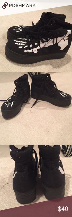 ❗️TODAY ONLY SALE❗️Jeffrey Campbell platform shoes Run a size smaller. These really fit an 8 but are a size 9. From Jeffrey Campbell's play collection. Purchased at urban outfitters Jeffrey Campbell Shoes