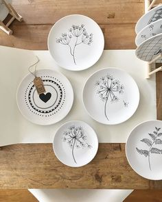 Pin by Melike Zumrutt on tabak Painted Plates, Ceramic Plates, Ceramic Pottery, Pottery Art, Pottery Painting, Ceramic Painting, Ceramic Art, Sharpie Paint, Clay Ornaments