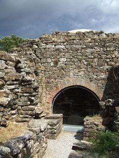 Exterior view of the dome of the tomb of the Quarry (tumulo della Pietrera) Vetulonia[3] Veduta esterna della cupola della tomba della Cava (tumulo della Pietrera) Vetulonia