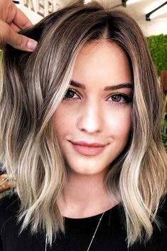 Middle Parted Lob ❤ Eve. Middle Parted Lob ❤ Eve. Middle Parted Lob ❤ Even if you think that you've seen all the haircuts for women, there is still something you should know about Grey Balayage, Hair Color Balayage, Balayage Short Hair, Ombre Hair, Hair Dye, Medium Hair Styles, Short Hair Styles, Hair Medium, Plait Styles