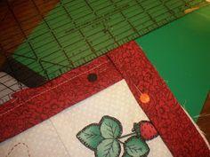 CARMENTELITAS: Como coser un bies o sesgo. Tree Skirts, Christmas Tree, Holiday Decor, How To Sew, Hipster Stuff, Teal Christmas Tree, Xmas Trees, Christmas Trees, Xmas Tree