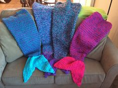 These unique and comfy lapghans are perfect for cool nights. Mermaid Tail Blanket, Mermaid Tails, Love Crochet, Crochet Hats, Owl Blanket, Blankets, Comfy, Stitch, Full Stop