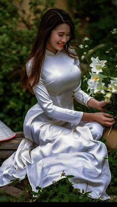 Image gallery – Page 464433780322512461 – Artofit Ao Dai, Sexy Asian Girls, Beautiful Asian Girls, Beautiful Muslim Women, Vietnamese Dress, Indian Beauty Saree, Asian Woman, Asian Beauty, Kimono