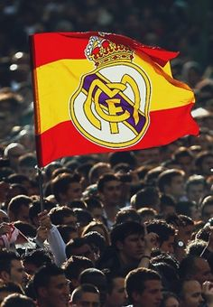 Real Madrid Cr7, Real Madrid Logo, Best Football Players, Black And White Portraits, Soccer, Sports, Salvador, Fans, Places